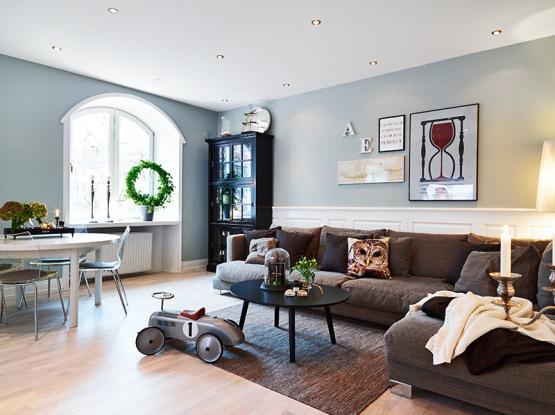 Apartamento elegante lleno de contrastes interiores for Corredor deco blanco y gris