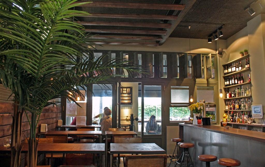 La Urbana Bar en La Coruña. – Interiores Chic   Blog de decoración ...