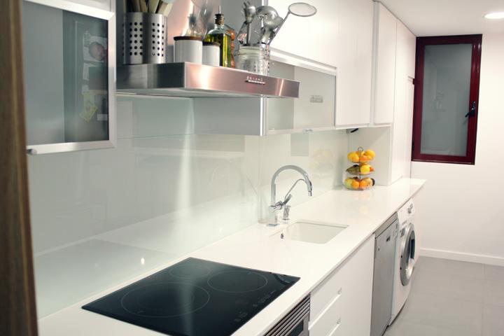 Cristal en el frente de cocina chic interiores chic - Frente cocina cristal ...