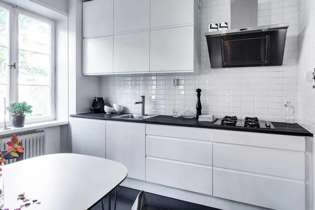 Un cl sico que enamora azulejo metro interiores chic for Cocina con azulejos blancos