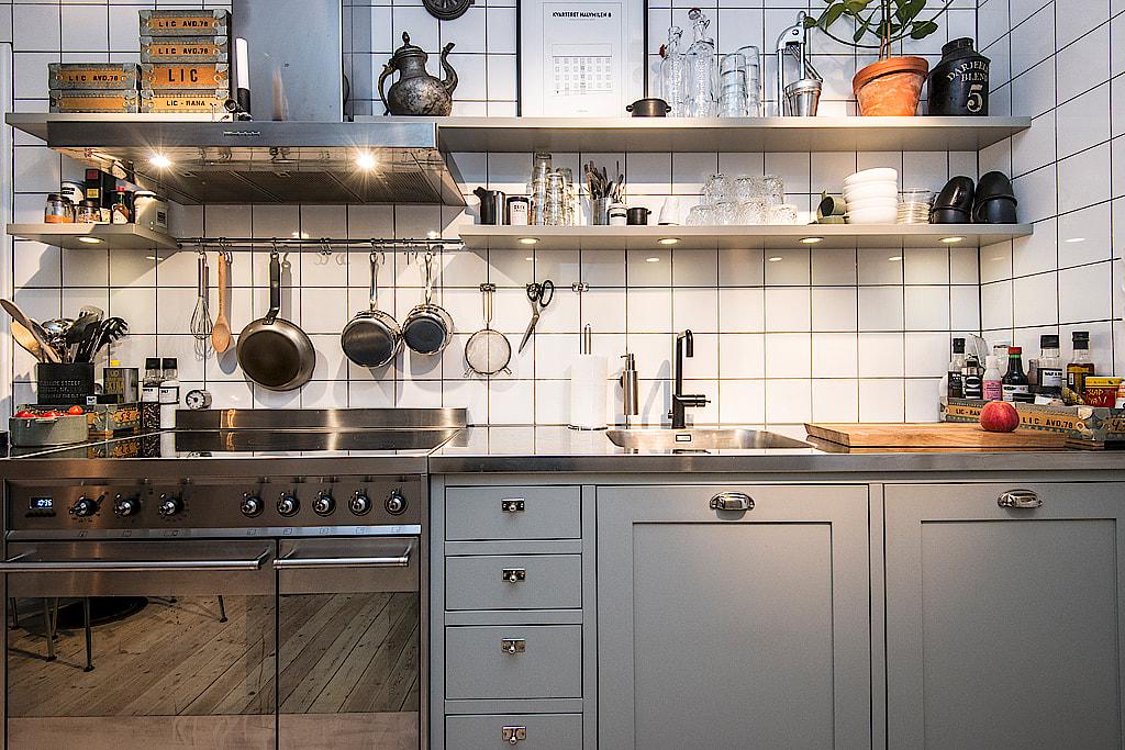 Una cocina y el ladrillo visto interiores chic blog de - Cocina de ladrillo ...