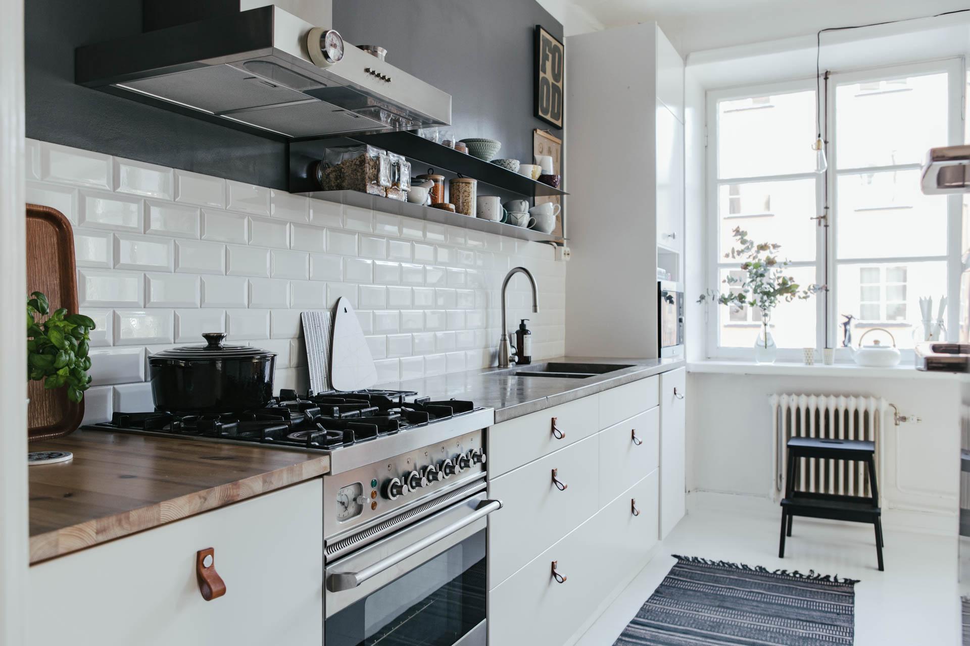 Azulejo biselado para una cocina n rdica interiores - Azulejos cocina blanco brillo ...